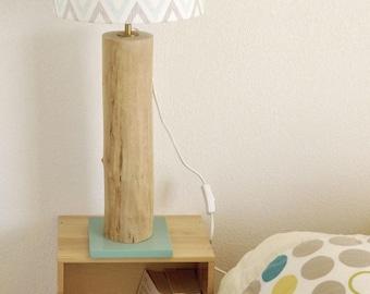 Lampe à poser en bois flotté abat-jour chevrons