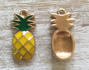 10 pineapple charms!