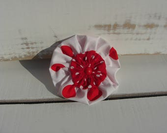 Red and White Ruffled Circle Brooch