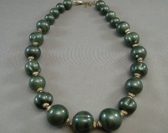Vintage 50s Graduated Green Color Beaded Necklace