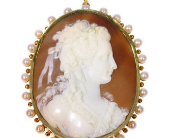 Large quality cameo pendant 18k yellow gold white pearls 18th century woman profile