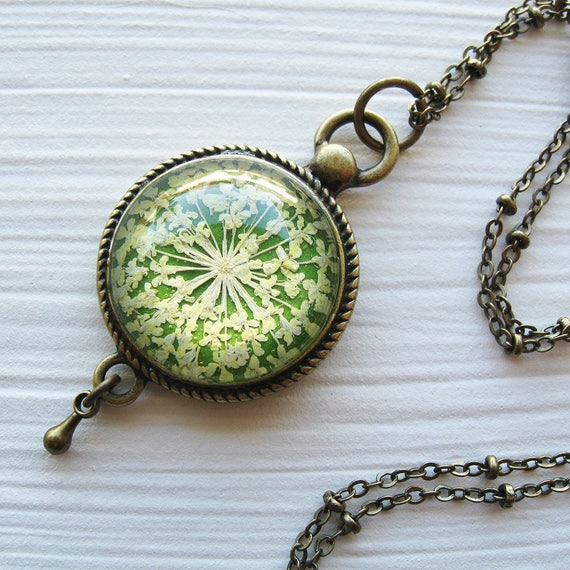 Grass Green Queen Annes Lace Vintage Inspired Necklace