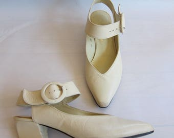Vintage 1980s Ivory Leather Mary Jane Shoes / 80s Sacha London Shoes / Size 5.5