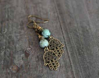 Boucles d'oreilles pendantes - Main de Fatima - Protection - Turquoise africaine - Boho chic - Bohème - Coco Matcha