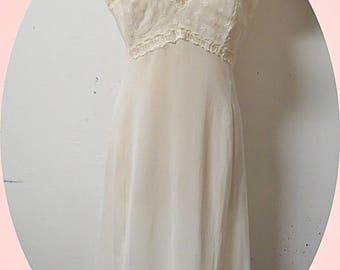 Vintage    Nylon White Full Slip   Size 34   #339