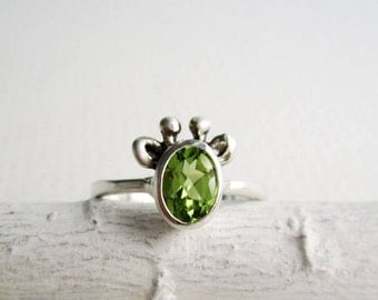 Peridot Giraffe Ring,Green Giraffe Ring, Natural Peridot and Sterling Silver, Giraffe Fine Jewelry