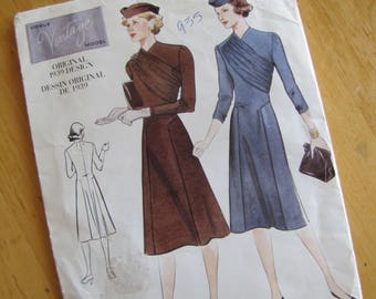Uncut Vogue 2197 Sewing Pattern - Vogue Vintage Model - Misses Dress - Size 8