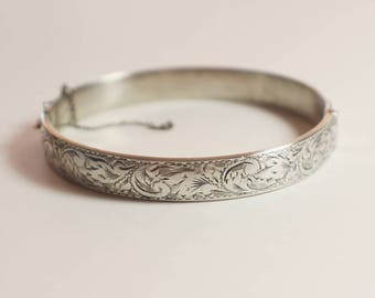 925 Sterling Silver Domed Etched Leaf Bangle Bracelet Safety Chain Broken