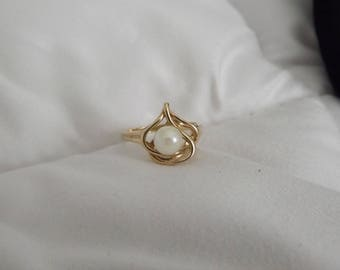 10k Yellow Gold Modernist Cultured Pearl Ring