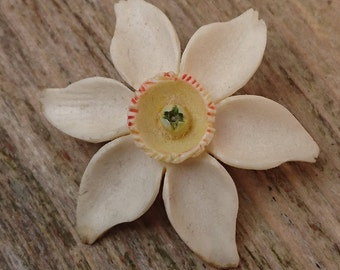 Vintage carved daffodil brooch