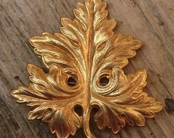 Vintage yellow metal leaf design brooch