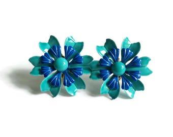 Daisy Earrings Clip Ons Enamel Flower Costume Jewelry 1960s 60s Mod Flower Power Hippie 70s 1970s Teal Blue Green