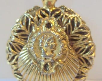 Vintage Faux Locket Cameo Pendant Necklace