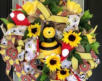 Spring Wreath, Summer Wreath, Bumble Bee Wreath, Front door Wreath, Door Hanger, Wreath for Door, Ready to Ship