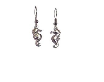 Seahorse earrings, silver earrings, dangle earrings, sea jewelry, gift for her, bridesmaid earrings, bridal gift
