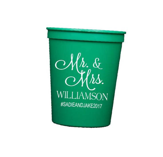 Mr and Mrs reception cups, Personalized wedding cups, Reception Stadium Cups, Monogrammed Cups, Wedding Favor, cocktail hour reception cups