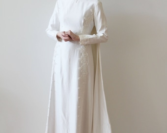 Vintage 1970s Modest Long Sleeved Wedding Dress with Detachable Train