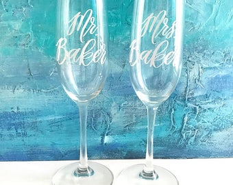 Wedding Champagne Flutes - Toasting Flutes - Mr & Mrs Flutes - Wedding Champagne Glasses - Toasting Glasses Personalized Champagne Flutes -
