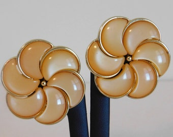 Pretty Vintage Signed Lisner Light Orange Colored Thermoset Flower Clip On Style Earrings - Signed Vintage Jewelry, Vintage Earrings