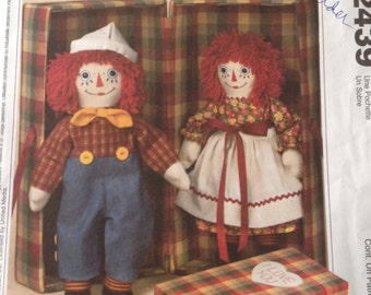 Vintage Raggedy Ann and Andy, Raggedy Ann and Andy with storage case, traditional Raggedy Ann and Andy, yarn hair, painted faces