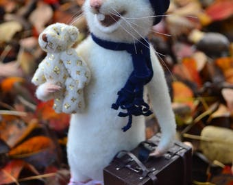 Needle felted mouse Traveller Wool felt Miniature Needle felt animal White mice Felting Felted sculptures Toy Mouse figurine Christmas gift