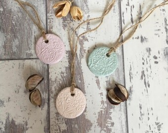 Set of 3 Round Mini Clay Tags - ceramic tag, jar tag, cottage chic, flower charm, gift wrap tag, wedding favour, christening favour