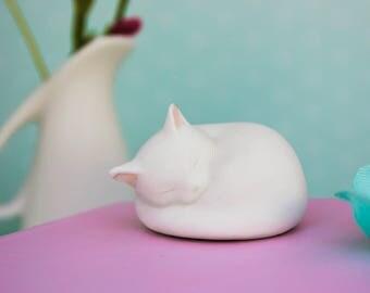 Cat, Cat Figurine, White Cat, Cat Memorial, Pet Memorial, Cat Sculpture, Small Cat, Gift for Cat Lover, Sympathy Gift, Pet Loss, Cat Lover