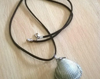 Wire Wrapped Shell Necklace (Clasp)