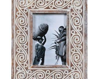 Photo frame ZIA, carved oak frame, reclaimed wood frame, rustic pic frame, ornament photo frame, photo frame ornament, brown frame photo