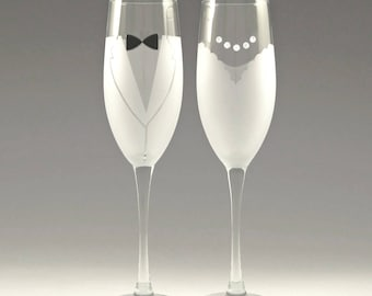 Bride and Groom Toasting Flutes - Make your wedding day even more elegant and special with these handmade glasses!