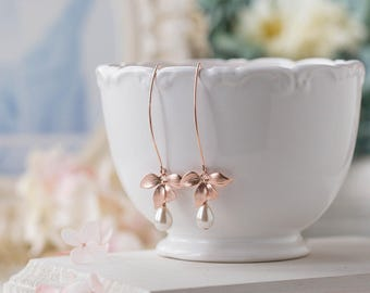 Bridal Earrings, Rose Gold Earrings, Wedding Jewelry, Bridesmaid Gift, Cream White Pearls Dangle Earrings, Maid of Honor Gift, Gift for Wife