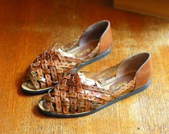 vintage shoes / brown woven leather huaraches sandals / size 8.5