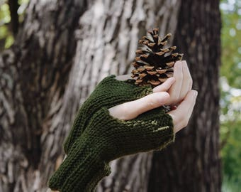Forest Green Gloves Womens Fingerless Gloves / Green Knit Gloves Fall Fashion Wrist Warmers / Fall Womens Accessory Commuter Gloves Style