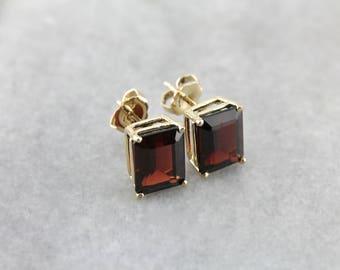 Crimson Red Garnet Stud Earrings, Vintage Garnet Gold Stud Earrings PLFKMJ-R