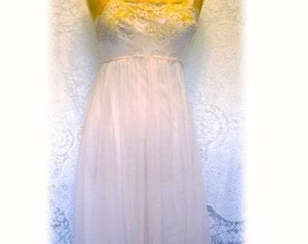 Vintage 50s/60s Nightdress,Van Roalte Canada Lined Nylon Négligée,Pale Pink Blush Nightie with Lace Detail,Wedding Honeymoon Bridal Lingerie