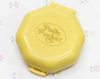1990 Polly Pocket Compact, Pollys Hair Salon Yellow Polly Compact, Bluebird Toys for Girls, 1990s Girl Toys, Vintage Polly Pocket, 90s Toys