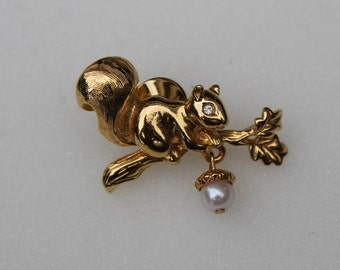 VTG Avon Squirrel Pin, Signed Avon Jewelry, Collectible Squirrel Pin, Gold Tone with Faux Pearl Acorn FREE Domestic Shipping