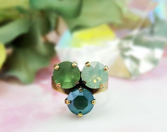 Green Crystal Ring ~ Green Opal Ring ~ 3 Stone Ring ~ Cluster Ring ~ Antique Bronze Ring ~ Swarovski Jewelry ~ Green Rhinestone Ring R5039