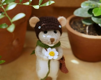 Needle felted mouse with a Bidens Alba flower/handmade/poseable/decoration/gift/soft sculpture