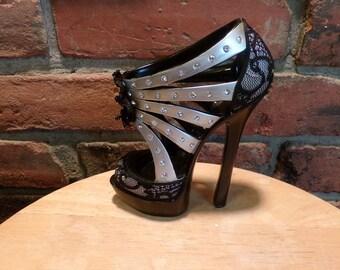 Fancy Shoe Décor, High Heel Shoe Décor, Shoe décor, Vintage Resin shoe, gift for her, Fancy shelf high heel shoe, desk decor