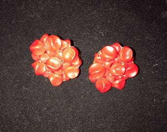 Vtg, red rough textured, clip-on earrings, round earrings, plastic, mid century, rock a billy, fashion accessory