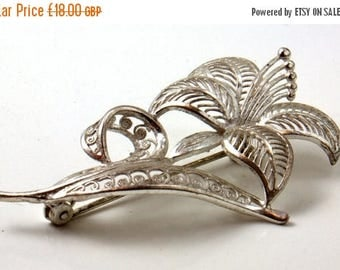 Go on, buy it now - Pretty Vintage Silver Filigree Flower Brooch