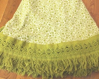 "Vintage green floral fringed round circle tablecloth 1980s 65"" shabby country cottage chic"