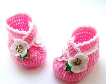 Translation tutorial baby girl sandals with cross-closure