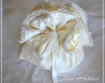 Matching purse in ecru lace velvet and satin flower