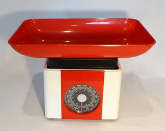Set of French vintage kitchen weighing scales