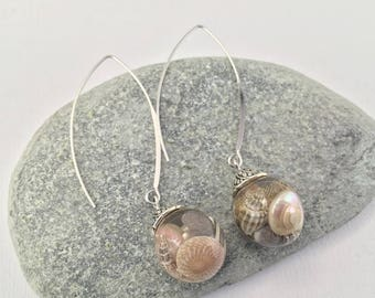 Remember the beach: shell and resin earrings, steel findings.