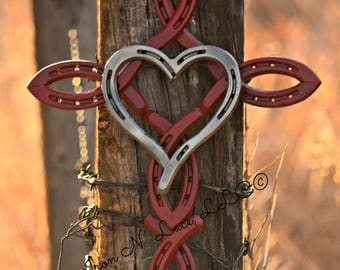 Horseshoe cross with heart©
