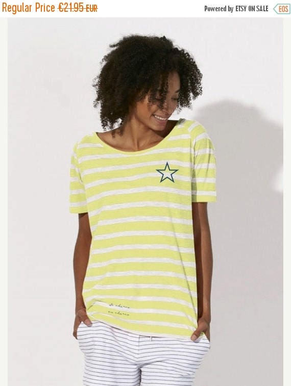 REBAJADO Round neck women STRIPED t-shirt with a navy STAR