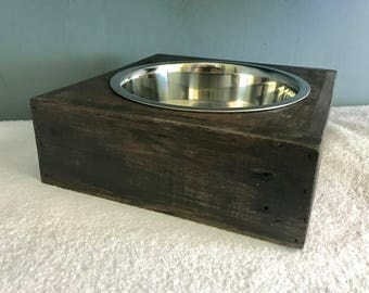 Rustic dog bowl stand made from reclaimed pallet wood (Single Large Bowl)